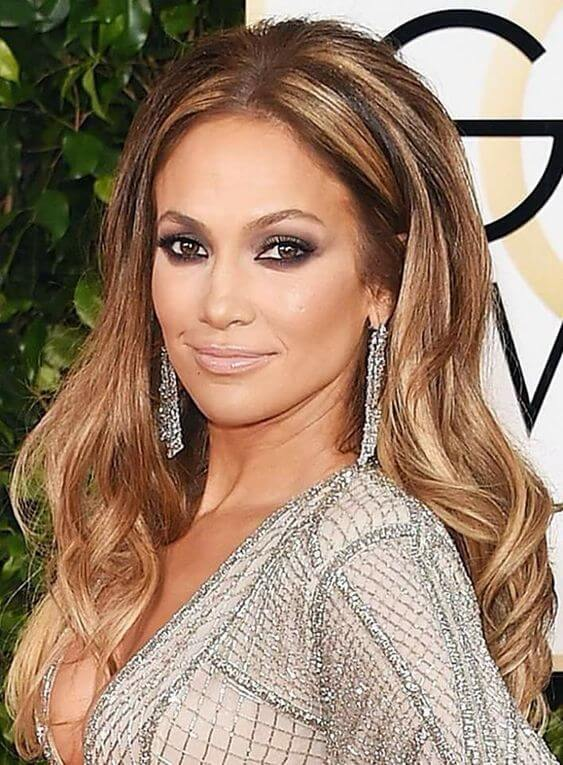 Hairstyles to rejuvenate women faces