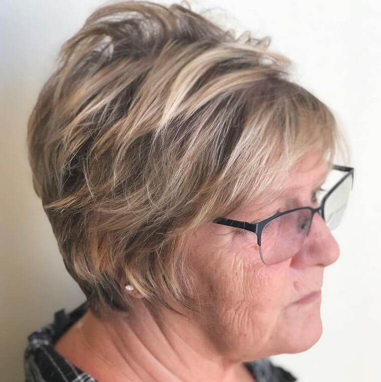 Blonde pixie hairstyle with dark roots