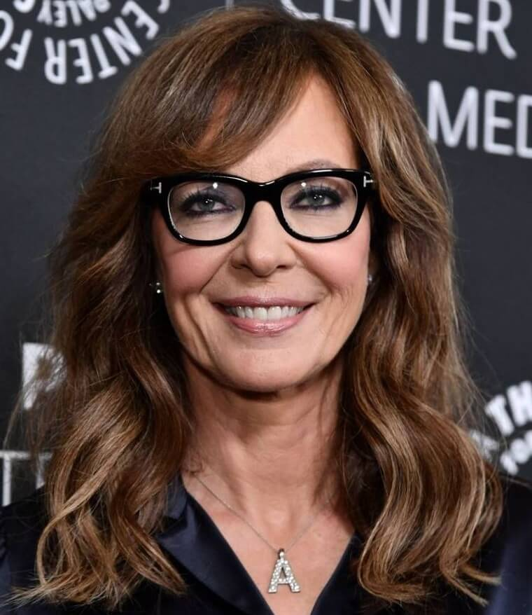 Hairstyle ideas for women over 50 with glasses