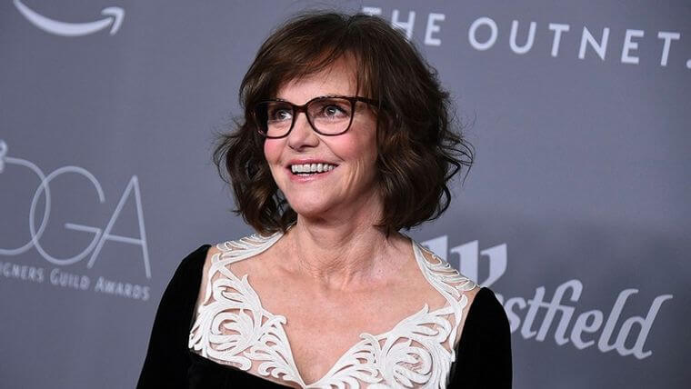 Shoulder length hairstyles for women over 50 with glasses