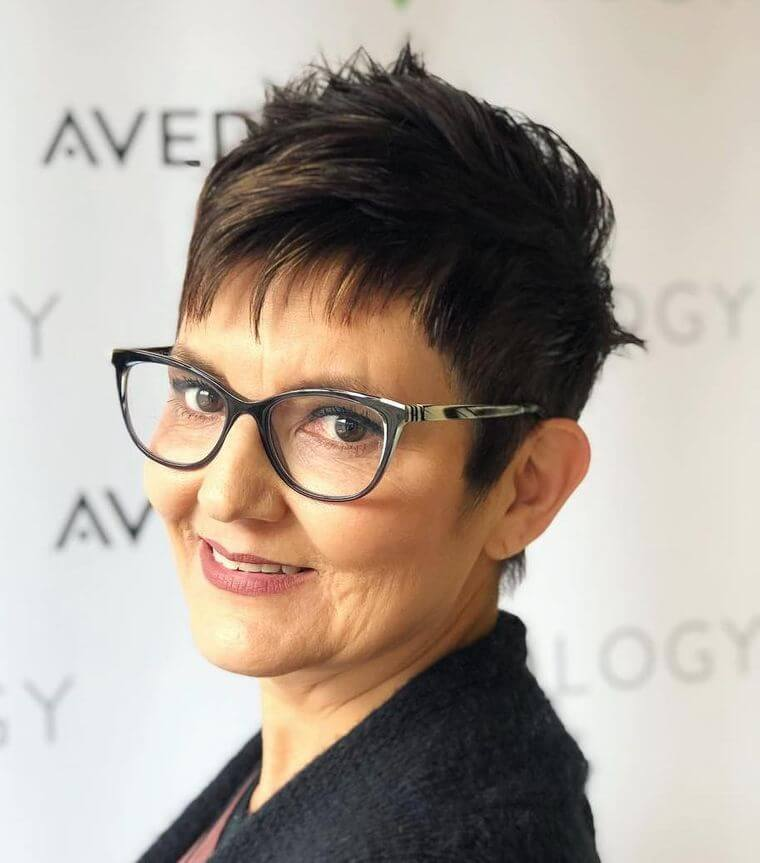 Spiky short hair for round face with glasses