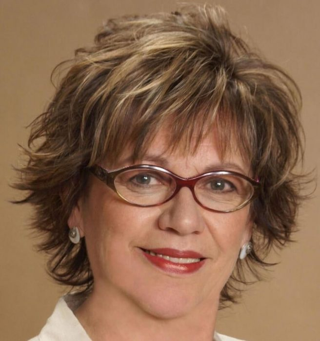 relaxed hairstyle for women over 50 with glasses